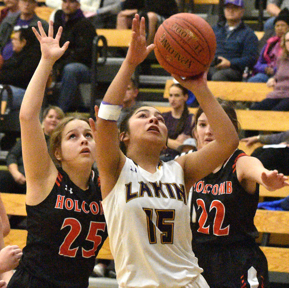 Girls drop game to Holcomb