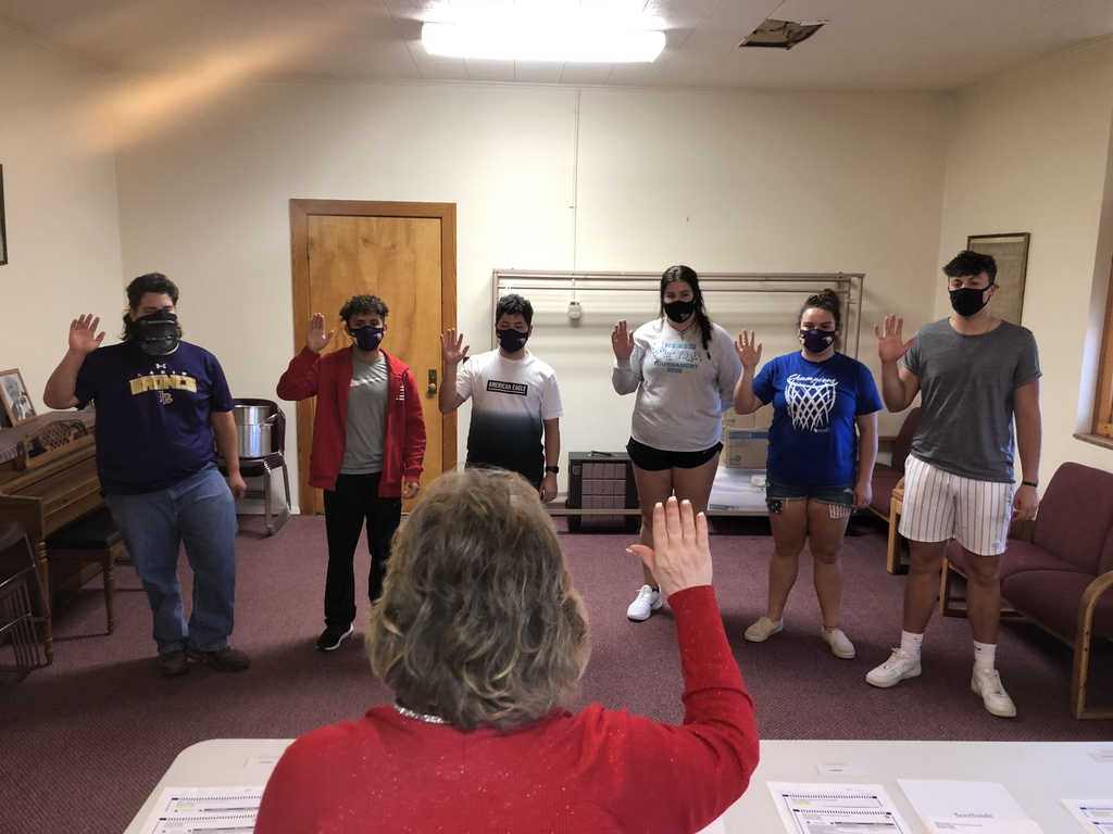 Taking the oath to volunteer as an election clerk