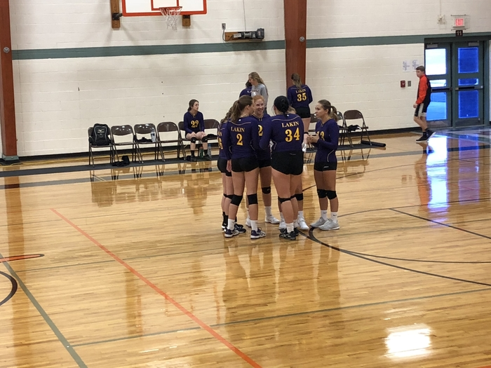 Huddle before the first match of the day.